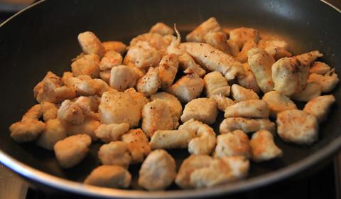 i bocconcini di pollo rosolati in padella