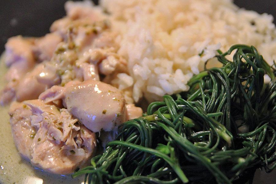 pollo cocco e basilico con riso e agretti