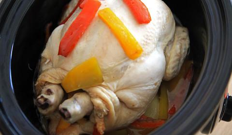 il pollo con peperoni nella slow cooker