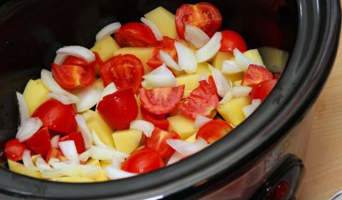 patate, pomodori e cipolla nella Slow Cooker