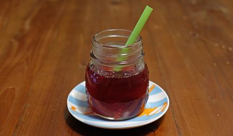 il sidro di mele cotogne pronto da gustare