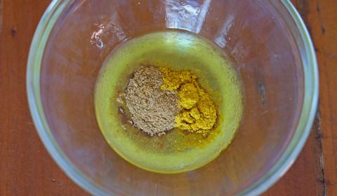 unire le spezie in polvere all'emulsione
