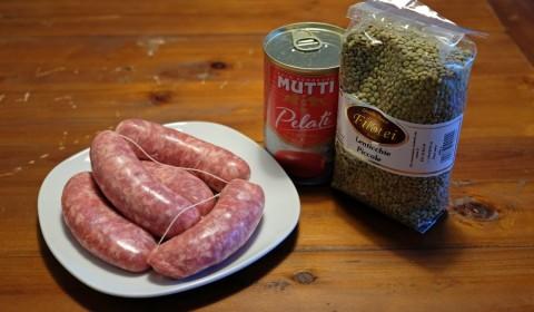 ingredienti per lenticchie e salsicce nella Slow Cooker