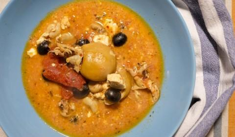 Calamari al pomodoro con feta e olive nere cotti nella Slow Cooker