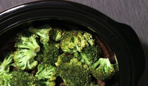 i broccoli aggiunti al manzo nella Slow Cooker