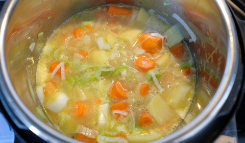 Vellutata di porri e carote a fine cottura nella Slow Cooker