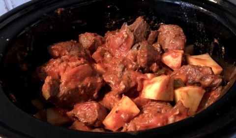 Gulash ungherese in cottura nella Slow Cooker