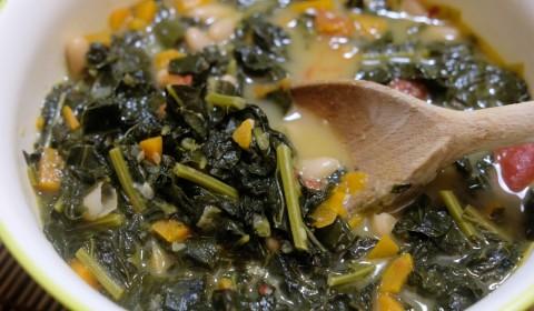 Zuppa di cavolo nero e cannellini cotta in Slow Cooker
