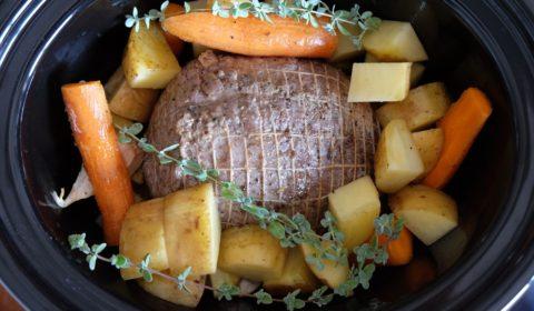 L'arrosto di vitello pronto per la cottura in Slow Cooker