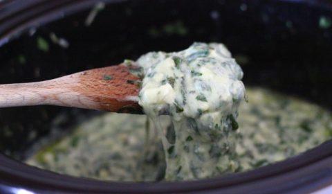 La crema di formaggio e spinaci a fine cottura nella Slow Cooker