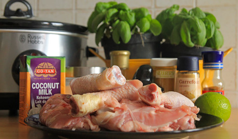 ingredienti per pollo cocco e basilico