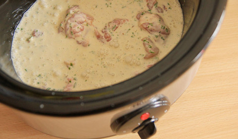 ingredienti per pollo cocco e basilico disposti nella Slow Cooker