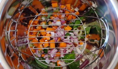 la base di verdure sul fondo della instant pot