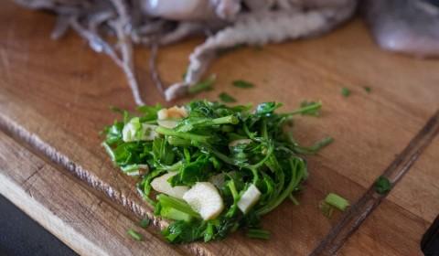prezzemolo e aglio sminuzzati