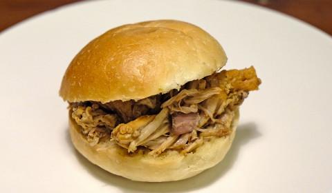 panino con spezzatino di maiale alle spezie