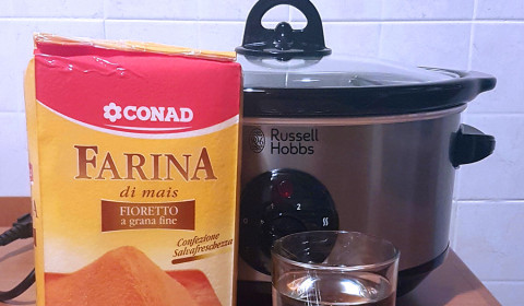 ingredienti per polenta nella Slow Cooker