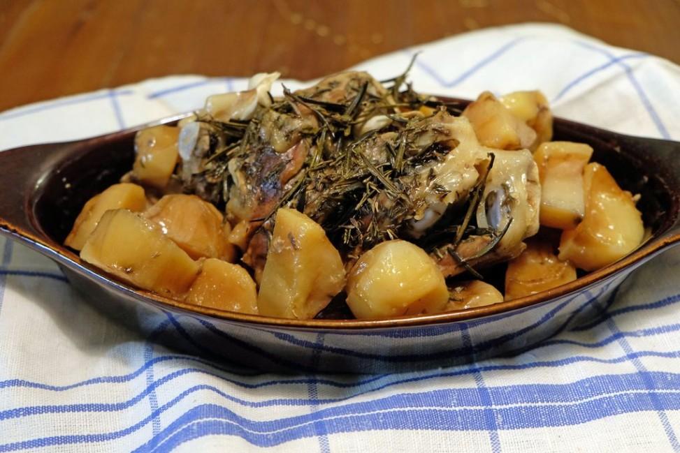 Cosciotto d'agnello con patate Slow Cooker