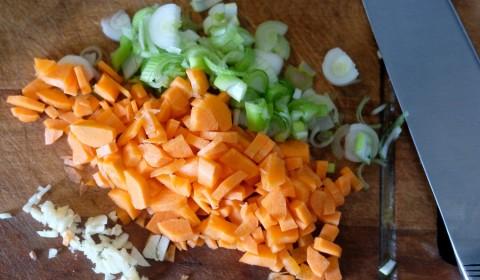 Trito di aglio, carote e cipollotti
