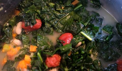 Zuppa di cavolo nero e cannellini a fine cottura nella Slow Cooker