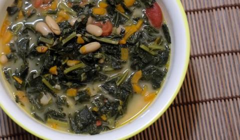 Slow Cooker Zuppa di cavolo nero e cannellini