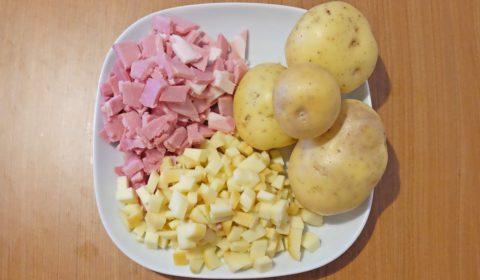 Ingredienti per pasticcio di patate, provola e prosciutto cotto