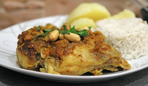 Pollo peruviano in salsa di arachidi cotto in Slow Cooker
