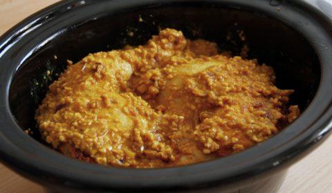 Pollo al mani in cottura nella pentola Slow Cooker