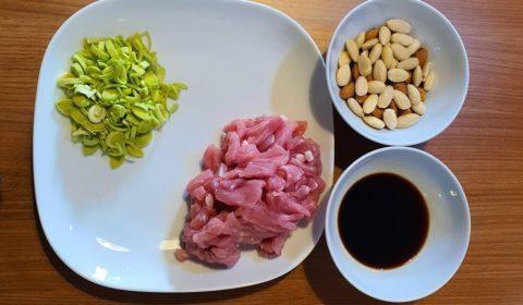 Ingredienti per la ricetta del maiale alle mandorle