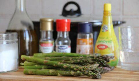 Ingredienti per la ricetta degli asparagi all'agro in Slow Cooker